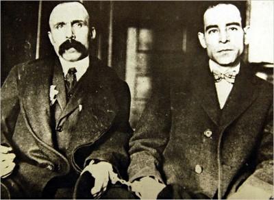 BARTOLOMEO VANZETTI (1888-1927) Y FERDINANDO NICOLA SACCO (1891-1927) (a la derecha)